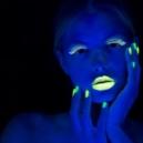 Nail art con smalto fluorescente
