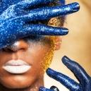 Vernici UV e Brillantini Corpo: la Luminosità che Non Passa Mai di Moda